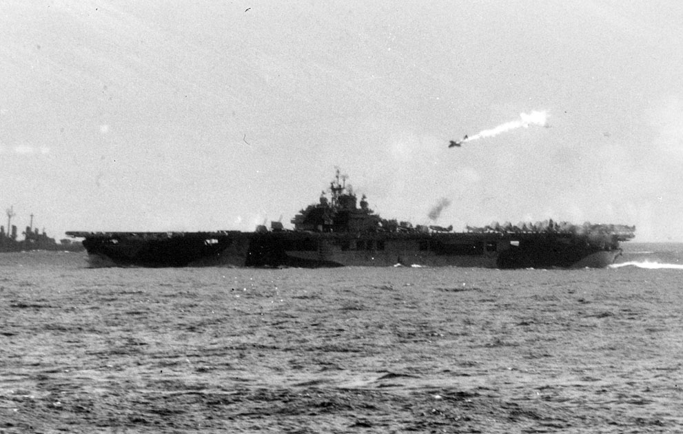 A hit kamikaze pilot, moments before he falls on USS Essex (see the video) – 25 November 1945 (photo)