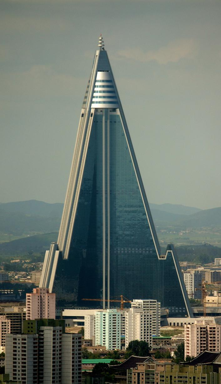 Hotel Ryugyong in Pyongyang is almost completely vacant, permanently (photo)