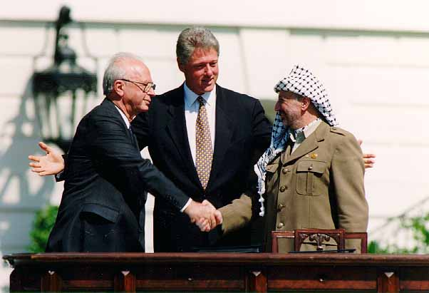 Yitzhak Rabin, Bill Clinton and Yasser Arafat at the White House 13/09/1993 (photo)